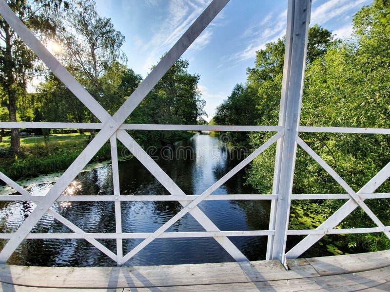 Kleine brug over een kanaal stock fotografie