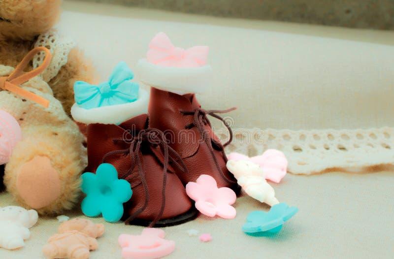 Kleine bruine schoenen royalty-vrije stock foto's