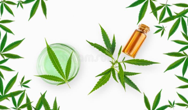 Kleine Cannabisbladeren die een Kader met CBD-balsems vormen royalty-vrije stock afbeelding