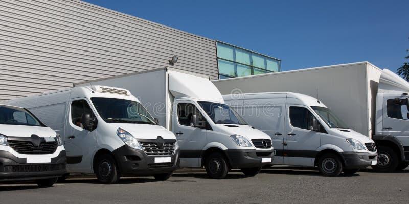 kleine de vrachtwagensbestelwagen van de park de maatschappij gespecialiseerde levering royalty-vrije stock fotografie