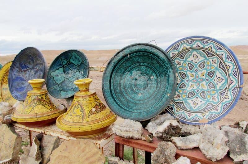 Kleine dekorative Platten und tajin lizenzfreie stockfotografie