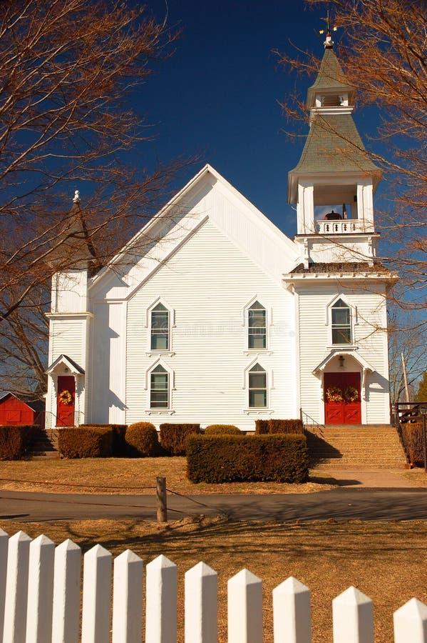 Kleine Dorfkirche stockbilder