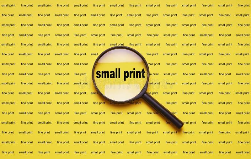 Kleine druk vergroot met vergrootglas meer magnifier loupe royalty-vrije stock afbeeldingen