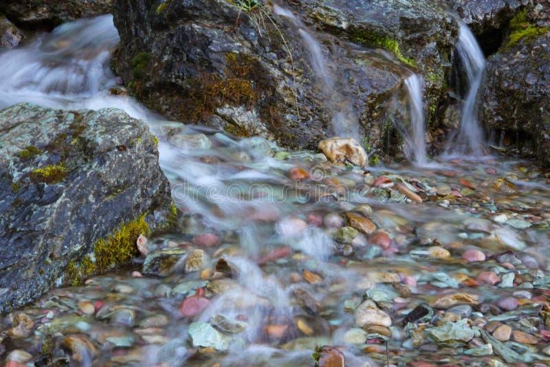 Kleine Druppelende Waterval royalty-vrije stock foto