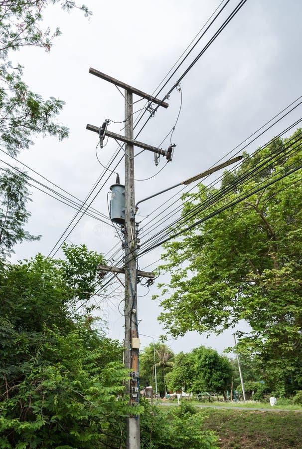 Kleine elektrische transformator stock fotografie