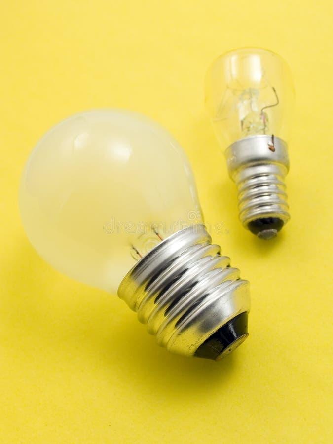 Kleine en grote elektrische bollen stock afbeelding