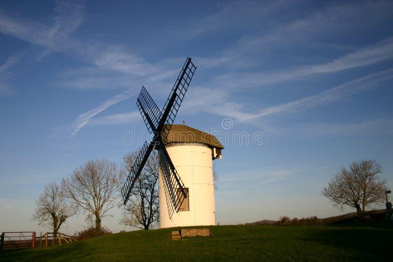 Kleine englische Windmühle stockfotografie
