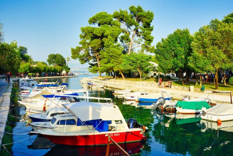 Kleine entspannende Boote, Trogir, Kroatien lizenzfreie stockfotografie