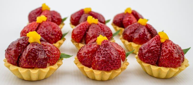 Kleine Erdbeertörtchen stockbild