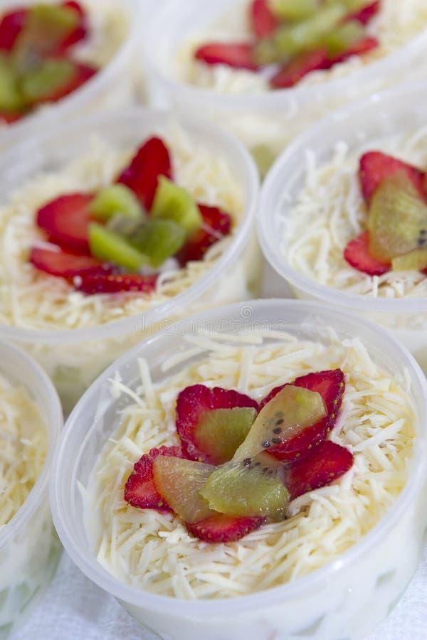 Kleine fruitsalade stock foto's
