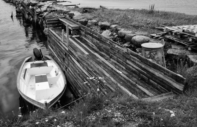 Kleine gebonden Motorboot stock foto