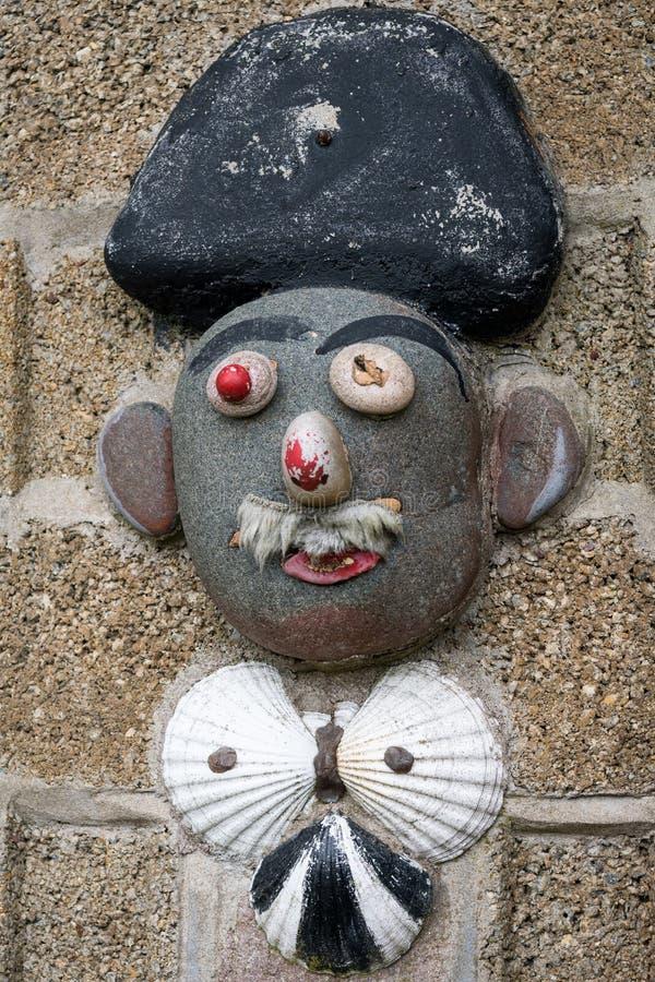 Kleine Grafik auf einer Steinwand in Saint Malo stockbilder