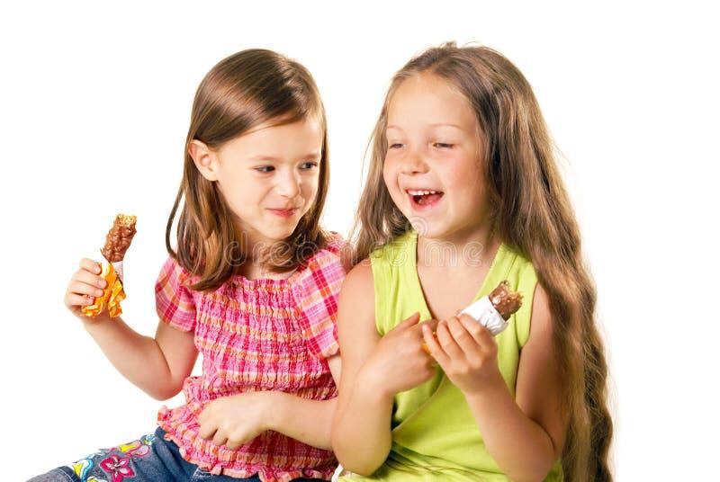 Kleine grappige meisjes met het roomijs royalty-vrije stock afbeeldingen