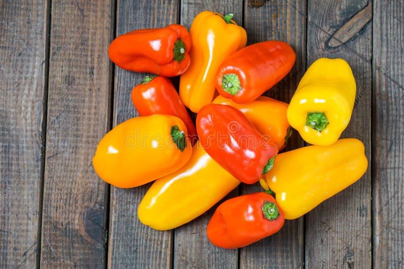 Kleine groene paprika's stock afbeeldingen