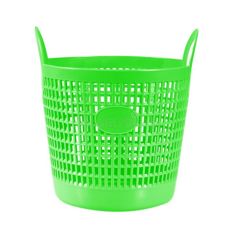 Kleine groene plastic mand op wit stock foto's