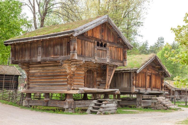 Kleine Häuser kleine häuser in norwegen berg stockfoto bild haupt