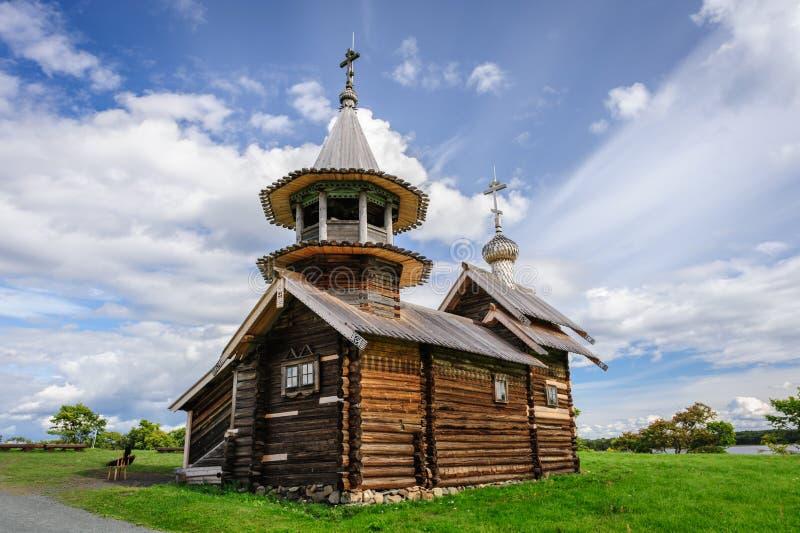 Kleine hölzerne Kirche bei Kizhi, Russland stockbilder