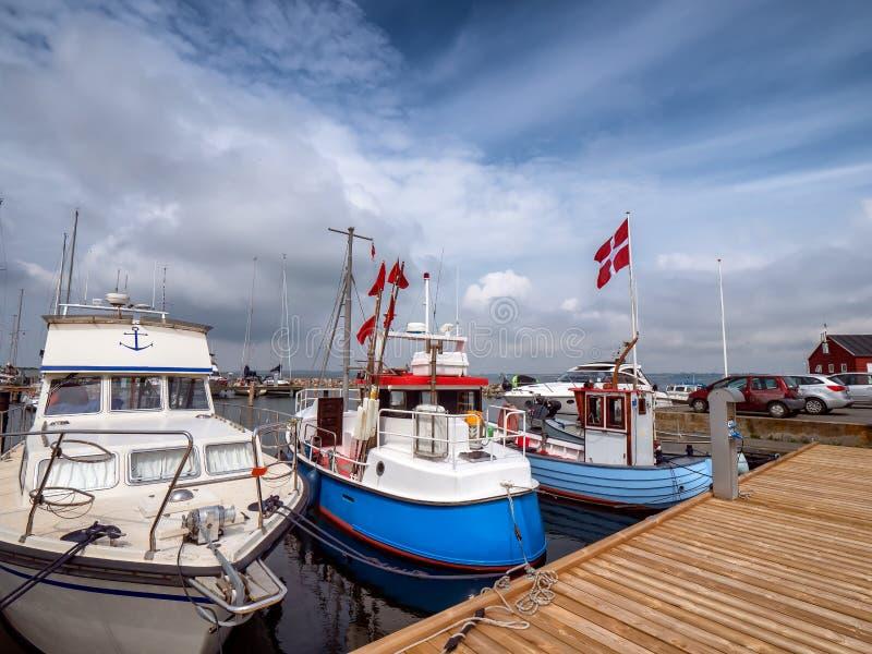 Kleine havenjachthaven op Lyoe in de archipel in Denemarken royalty-vrije stock fotografie