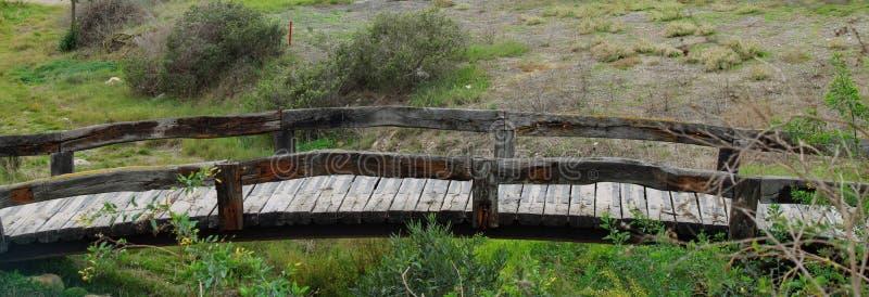 Kleine houten bruggen op golfcursus stock afbeeldingen
