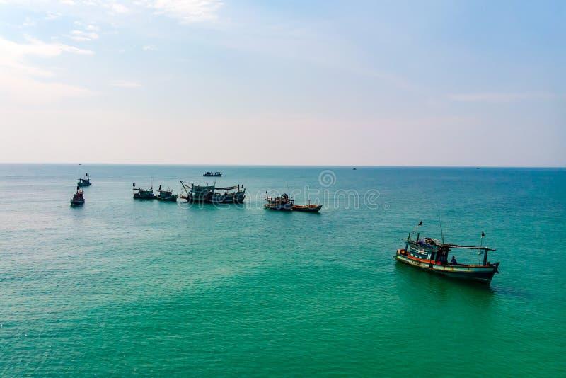 Kleine houten vissersboten van Ochheuteal-Strand royalty-vrije stock foto