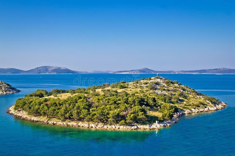 Kleine Insel im Archipel von Kroatien stockbilder