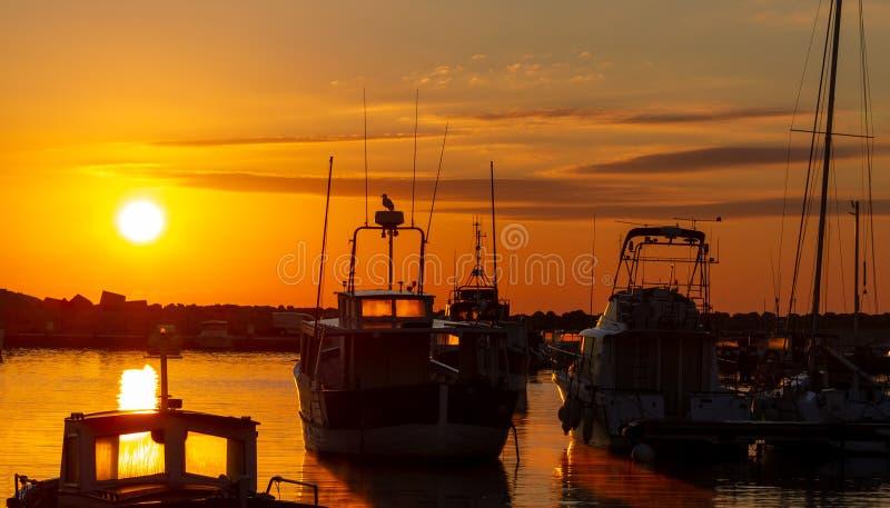 Kleine jachthaven in zonsopgang Port Carro, Marseille, Frankrijk royalty-vrije stock foto's