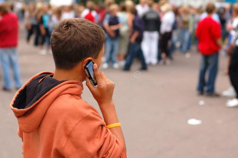 Kleine jongen op de telefoon royalty-vrije stock foto