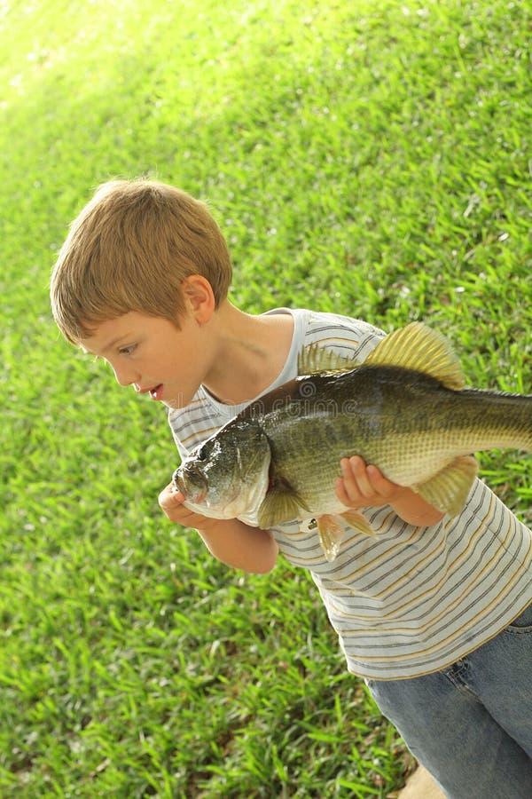 Kleine jongens verse vangst royalty-vrije stock foto's