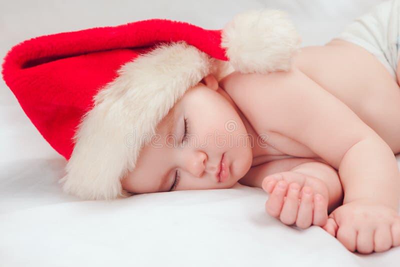 Download Kleine Jongensslaap In GLB Van Een Nieuwjaar Stock Foto - Afbeelding bestaande uit kinderjaren, weinig: 54088438