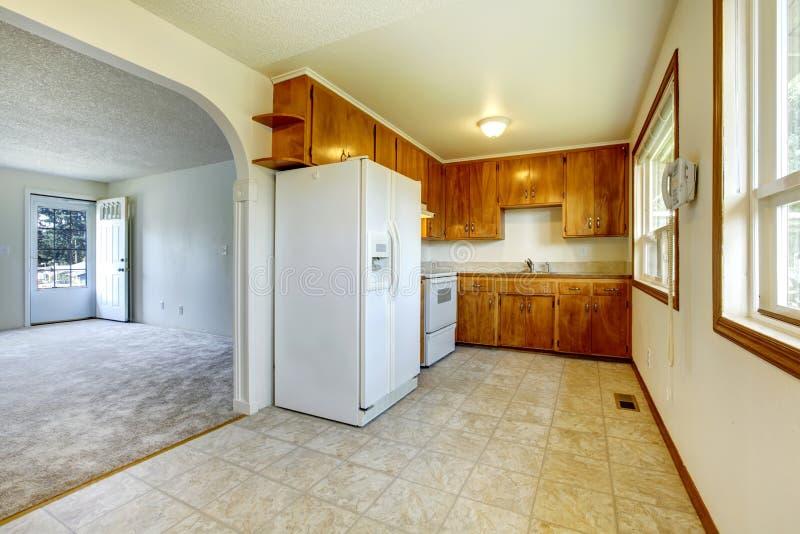 Kleine Küche Und Wohnzimmer Stockfoto - Bild von amerikanisch ...