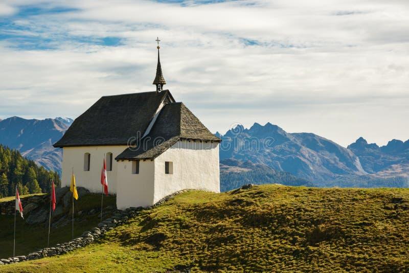 Kleine Kapelle nahe Bettmeralp in der Schweiz mit schönem Berg stockbilder