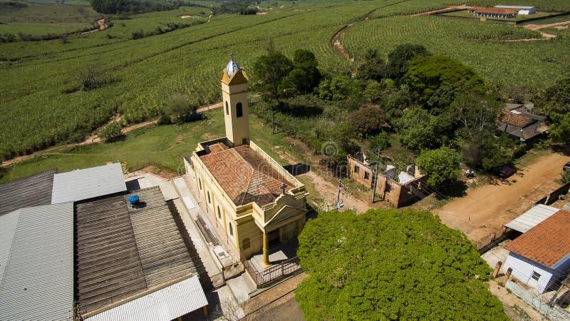 Kleine katholische Kirche viktorianisch, Stadtbezirk von Botucatu stockfotos
