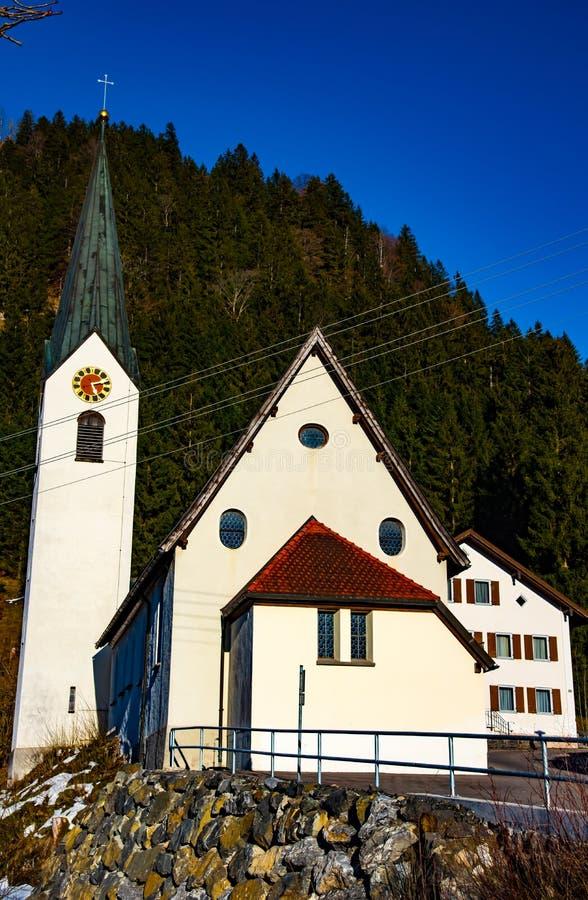 Kleine kerk in het sping stock foto's