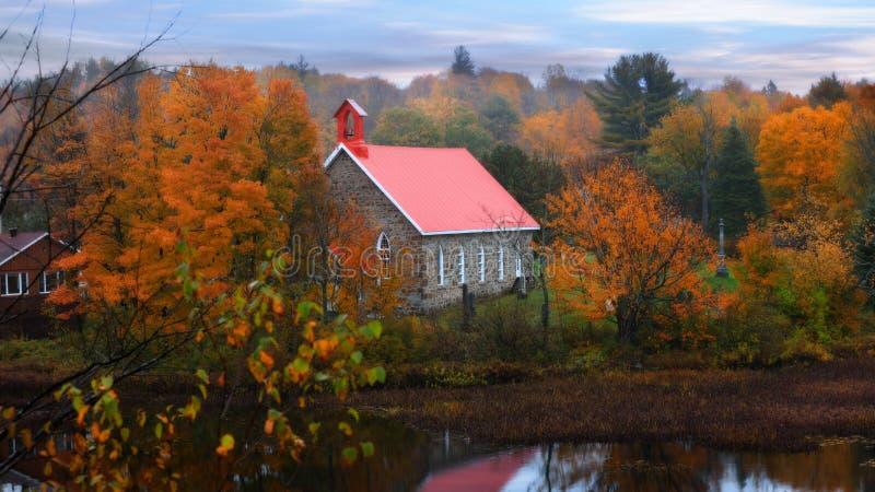 Kleine kerk in Quebec dichtbij Morin-hoogten royalty-vrije stock afbeeldingen