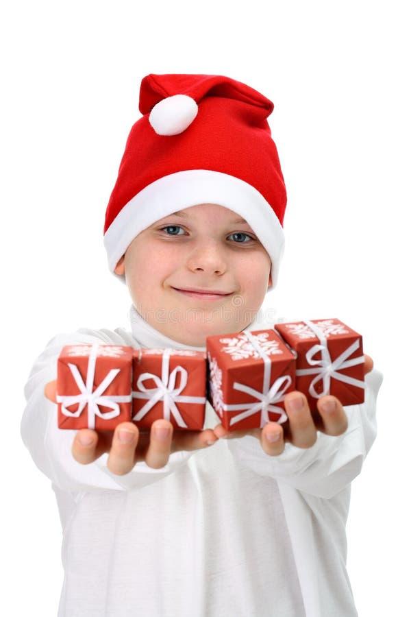 Kleine Kerstmis van de jongensholding stelt voor stock fotografie