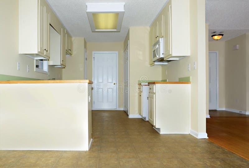 Kleine keuken stock afbeelding afbeelding bestaande uit huis 31531329 - Keuken voor klein gebied ...
