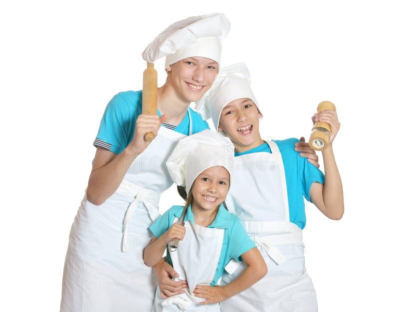 Kleine Kinder in den Chefuniformen stockfotos