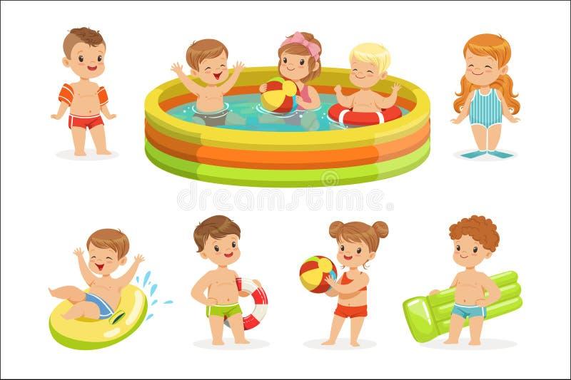 Kleine Kinderen die Pret in Water van de Pool met Vlotters en Opblaasbaar Speelgoed in Kleurrijke Zwempakinzameling hebben van Ge vector illustratie