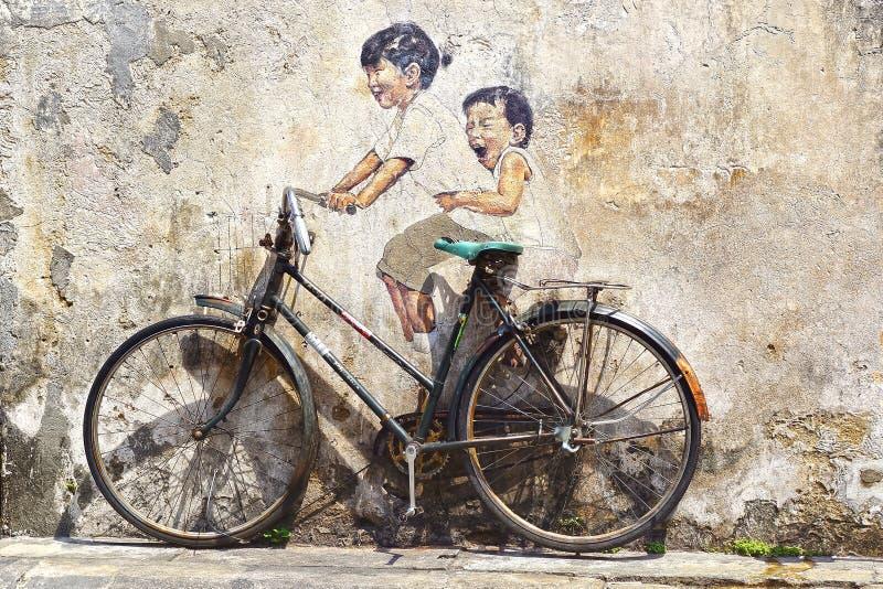 Kleine Kinderen op een Fietsmuurschildering. stock foto's