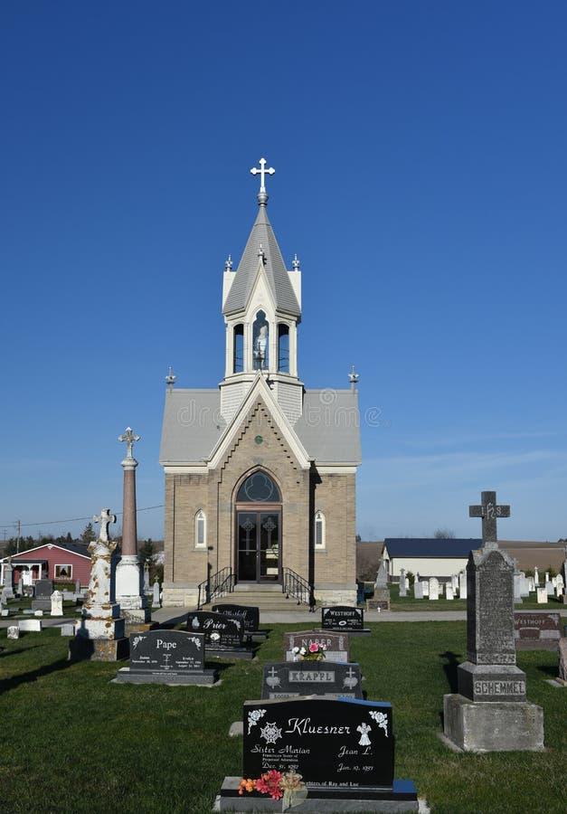 Kleine Kirchhofkapelle stockbilder