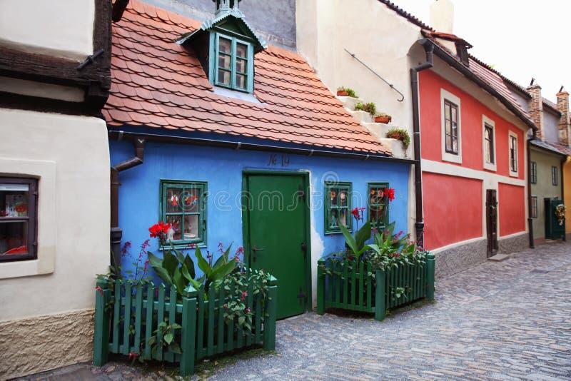 Kleine kleurrijke huizen, de Gouden straat Praag, Tsjechische Republiek royalty-vrije stock afbeeldingen