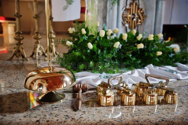Kleine klokken op huwelijksceremonie royalty-vrije stock afbeelding