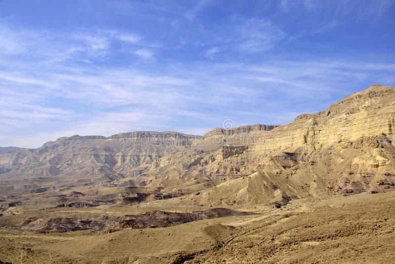 Kleine Kratermening in Negev-woestijn stock foto's