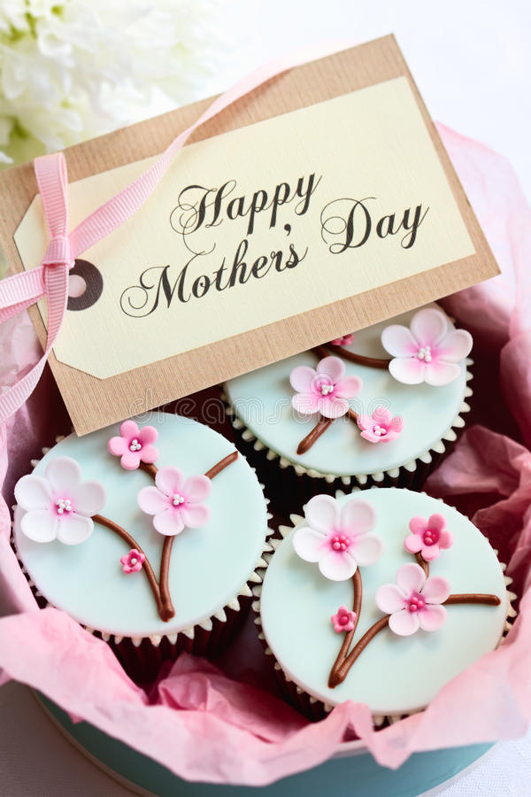 Kleine Kuchen des Mutter Tages lizenzfreies stockfoto