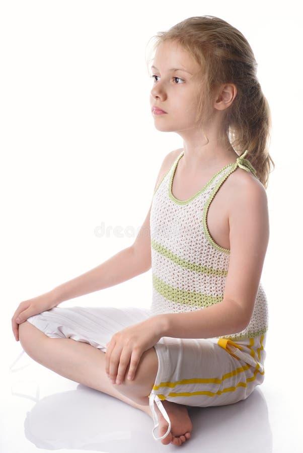Kleine Mädchen entspannt stockfotografie