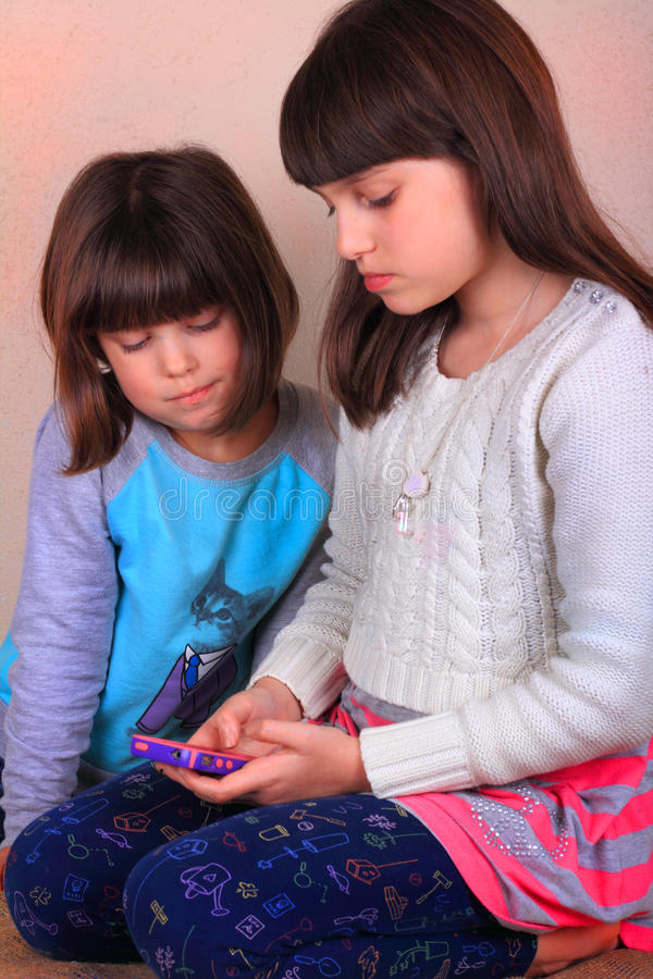 Kleine Mädchen-Simsen lizenzfreies stockbild