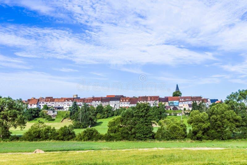 Kleine middeleeuwse stad Walsdorf met voorzijde van schuren stock fotografie
