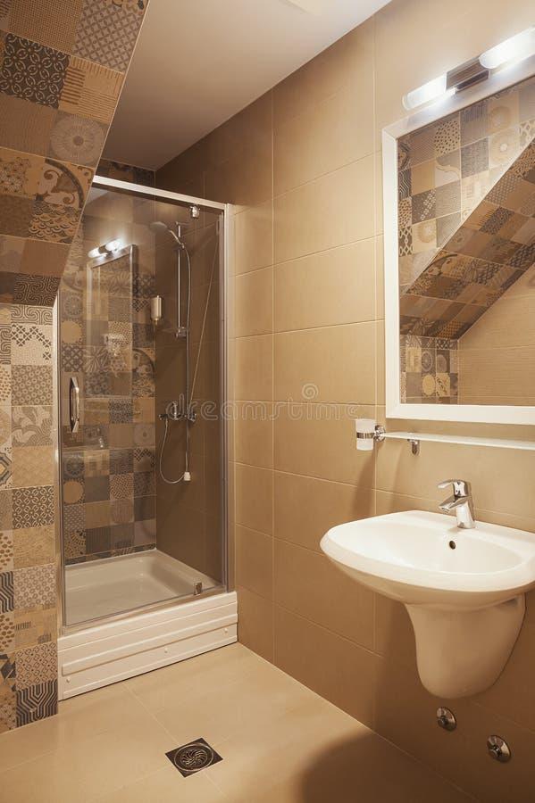 Kleine moderne badkamers royalty-vrije stock foto