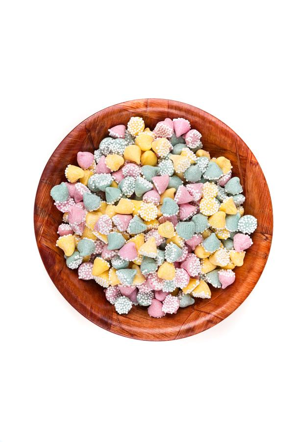 Kleine multicolored dalingen met de deklaagmunt van de suikerbal stock foto's