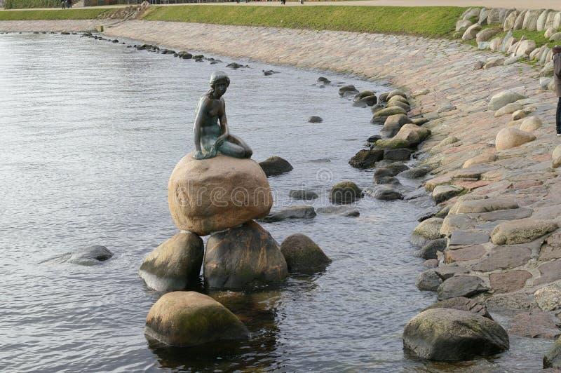 Kleine Nixe in Kopenhagen stockbild